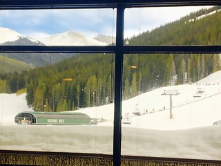 Luxury Ski In/Ski Out Condo Sleeps 7 W/ Slopeside View & Wood-Burning Fireplace, Copper Mountain