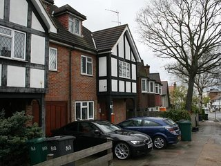 2 Bedrooms Apartment in Golders Green / Hampstead (North West London)