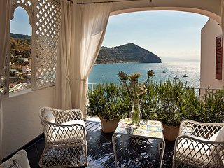 La nostra  meravigliosa Villa Margherita a picco sul mare, Sant'Angelo