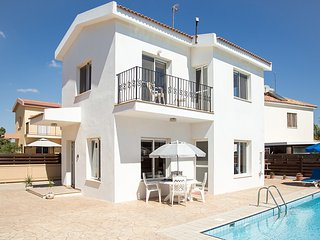 Villa Oceana - Modern 2 Bedroom Villa with Pool - FREE WiFi - Close to Beaches, Ayia Napa