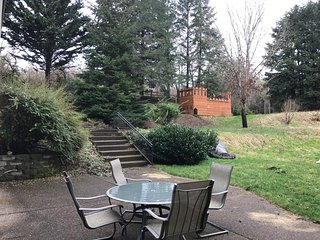 Rural Wine Country Getaway - Movie Theater - Local Wineries - 10 min to Downtown, Gaston