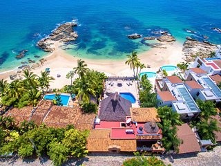 Villa Verde - Beachfront Luxury with Private Pool and Staff