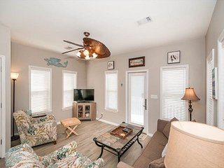 Bordeaux Pet Friendly in Gulfside Cottages! FREE Parasailing! FREE Golf!