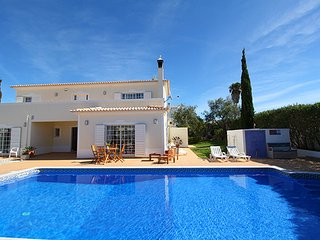 Villa with private pool walking distance to the amenities/beach/town center, Carvoeiro