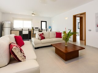 Fully equipped 3-bedroom apartment in beachfront complex (M4)