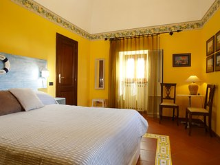 Yellow Sorrento Holiday Home