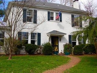 Lewis Mtn Area Double-- Walk to UVa, Charlottesville