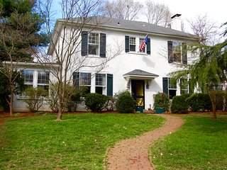 Walk to UVA - Lewis Mtn Area Twins Guestroom - Full Breakfast Included, Charlottesville
