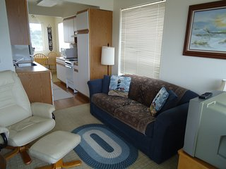 Fully-furnished Condo with Full-kitchen and Beach Access, Waldport