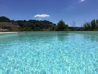Casa Monteleone - luxury cottage with pool & mountain views, Monteleone di Fermo