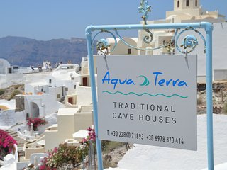 Aqua & Terra traditional private cave house, Oia