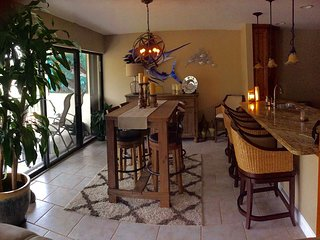 Georgous Sunsets! Beautiful 2 bedroom/2 bath condo- Tamarind Bay Club, Tavernier