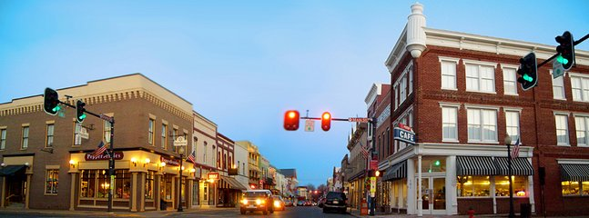 Discover hidden treasures and eat a great meal on E. Davis Street in downtown Culpeper, Virginia.