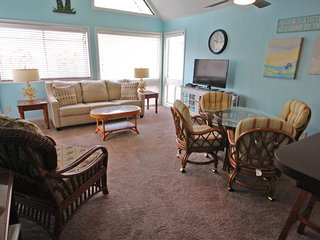 Awesome Vacation Condo ....Tommy Bahama meets Jimmy Buffet..12348