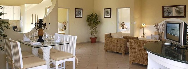 One or two bedroom suites with ocean steps away, vacation rental in Luperon