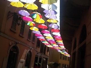 Arona....... gli ombrelli son tornati !!!
