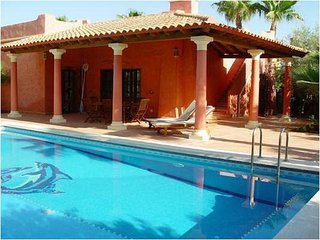 Chalet - 10 km from the beach, Almería