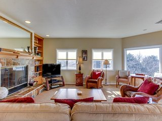 Spacious dog-friendly home, beautiful views, walk to Tolovana Beach!