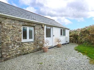 THE BOWJI, barn conversion, two bedrooms, enclosed garden, St Just, Ref 950678