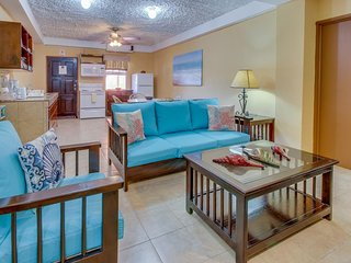 Lovely condo for couples and families just minutes from white sandy beaches!