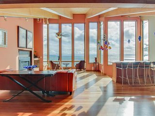 Sprawling watefront home with breathtaking ocean views and secluded atmosphere!, Nordland