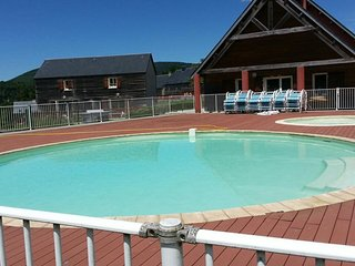 Chalet for 6 w/ pool access&terrace, La Salvetat-sur-Agout