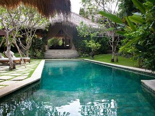 Ohi, 4 Bedroom Villa, 5 minutes from Seminyak, Canggu