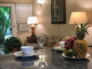 Special Rate! Beautifully Remodel 2BR Condo, 2 Blocks to Front St &Free Wifi !!