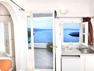 Family Cave House with private terrace caldera view, Imerovigli