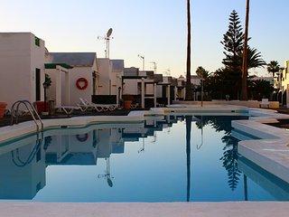 P.DEL CARMEN||WIFI\\PLAY4\\AIR COND\\200MT TO THE BEACH, WITH BIG POOL N TERRACE, Puerto del Carmen