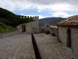 Bellissima casa Vacanza a 20 mt dal Castello di Federico II, Montalbano Elicona