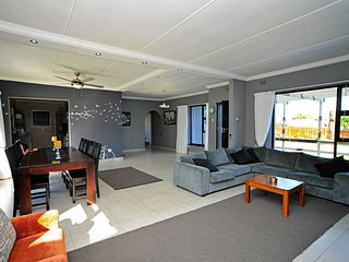 Modern Self-Catering House Close To Knysna Lagoon & Town