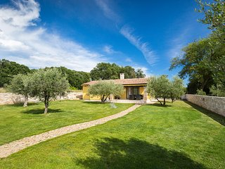Sara house with 4 stars with garden, terrace, grill