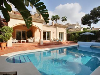 Beachside villa Marbella. Sleeps 8, 4 bedrooms, 3 bathrooms. Private heated pool