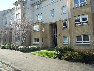 Superb & Modern 2 Bedroom Apartment in Central Paisley - Sleeps 4 Guests