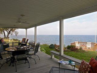 The Lake House with stunning views of Lake Ontario, Olcott