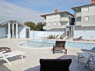 HOLIDAY APARTMENT WITH SWIMMING POOL 1, Barbariga