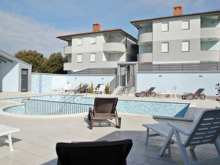 HOLIDAY APARTMENT WITH SWIMMING POOL 3, Barbariga