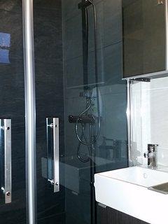 Bathroom 2. with a rainshower