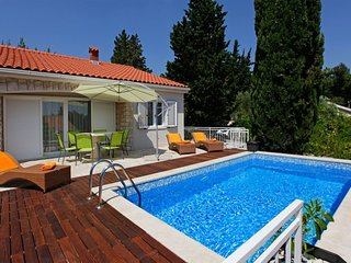 Villa Sweet Bol with pool by the sea and promenade Zlatni Rat in Bol - Brac - Bo