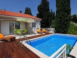 Villa Sweet Bol with pool by the sea and promenade Zlatni Rat in Bol - Brac - Bo