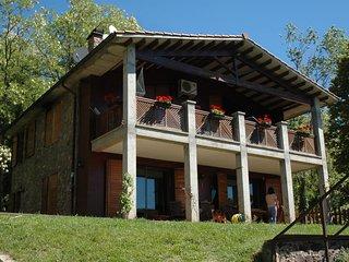 Balcón a La Fageda, casa de piedra con piscina y salida directa al bosque., Santa Pau