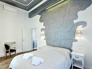 Luxury apartment Antonia close to Trevi Fountain