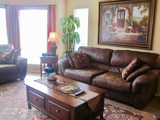 The Riviera - 2BDR/2BTH Condo on the Guadalupe River!, New Braunfels