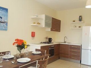 3 Bedroom Modern Apartment, 100 metres to the sea!