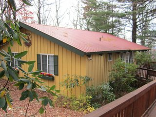 Sunset Hideaway - Cabin in Doe Run Community at Groundhog Mountain, Hillsville