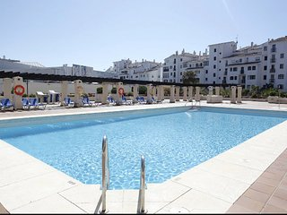 Apartment 2 bedroom in the Center Puerto Banus.Parking.WIFI.Pool.Security24.AC