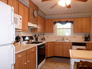 Pet Friendly 2BR House in Blue Ridge Mtns, Close to Blue Ridge Parkway