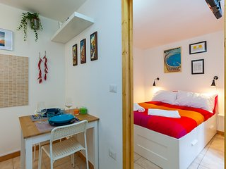 Independent Studio Flat, Few Steps from via Toledo, Neapel