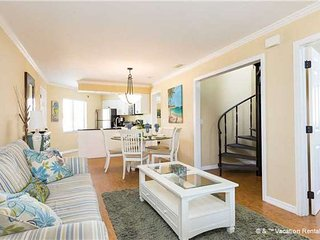 "Casa Bella ""A"" - 3 Bed / 3 Ba Condo - Sleeps 8 - STEPS TO THE BEACH"